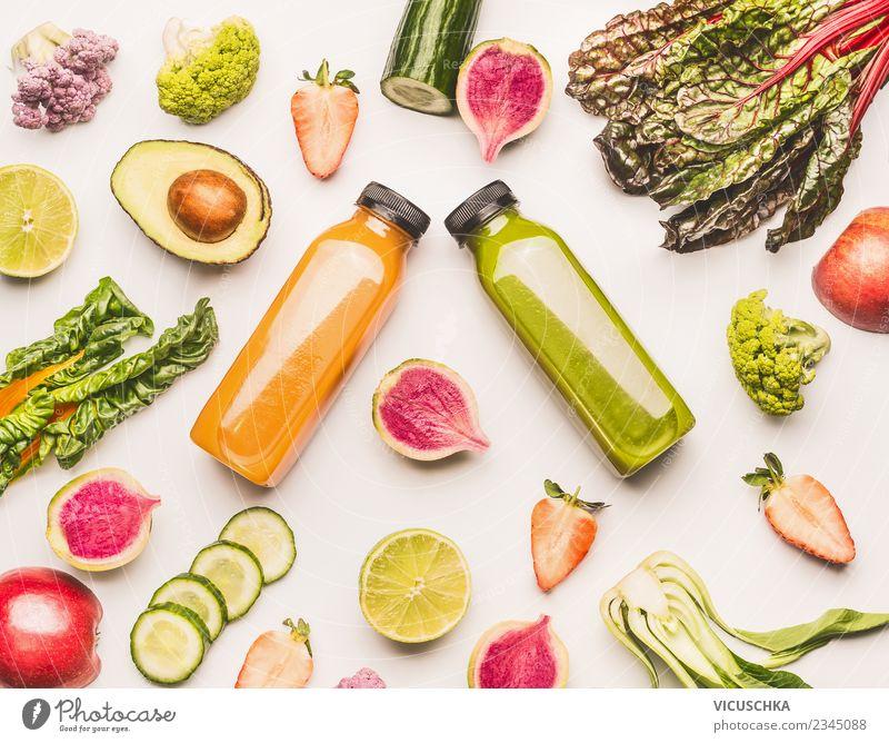 Gelbe und grüne Sommergetränke mit Obst und Gemüse Frucht Getränk Erfrischungsgetränk Saft Flasche Stil Design Gesunde Ernährung Leben Tisch Milchshake Limonade