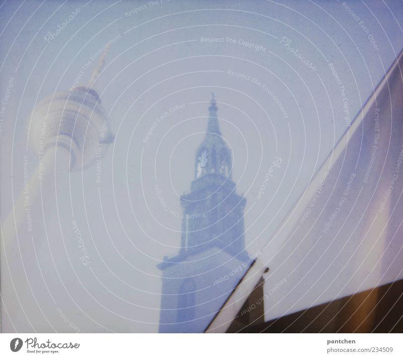 Berlin my love 2 Himmel blau Glas Kirche Turm Bauwerk analog Wahrzeichen Stadtzentrum Hauptstadt Textfreiraum Sehenswürdigkeit Berliner Fernsehturm Marienkirche