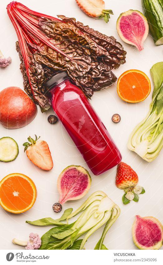 Rote Smoothie Flasche mit Zutaten Lebensmittel Gemüse Frucht Ernährung Getränk Erfrischungsgetränk Limonade Saft Stil Design Gesundheit Gesunde Ernährung