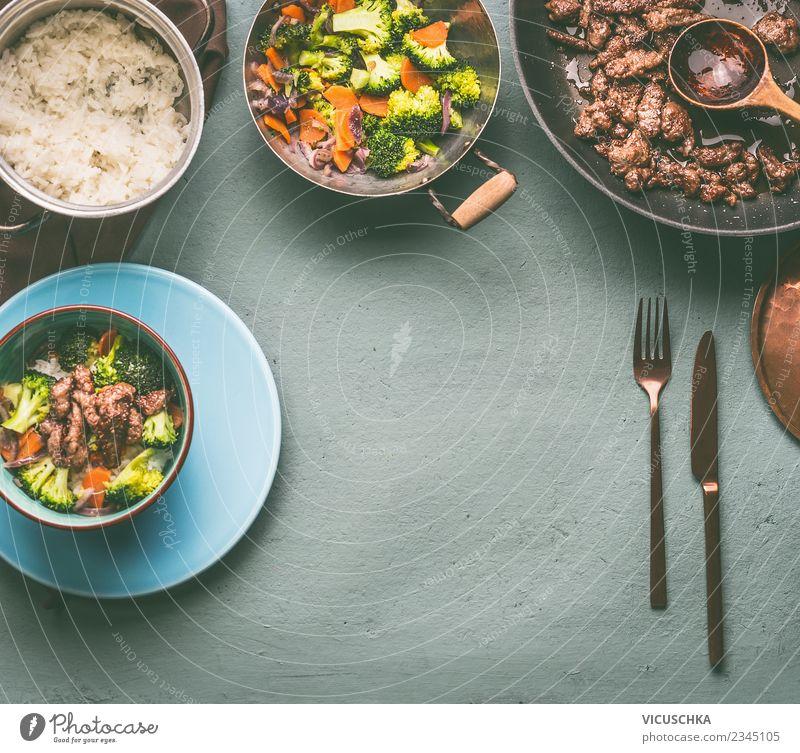 Rindfleisch, gedämpftes Gemüse und Reis Lebensmittel Fleisch Getreide Ernährung Mittagessen Abendessen Bioprodukte Diät Geschirr Teller Topf Besteck Stil Design