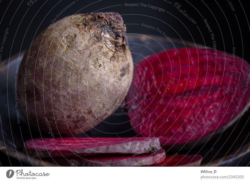 Frische Rote Bete Rüben und in Scheiben Rustikal Stilleben Lebensmittel Gemüse Salat Salatbeilage Rote Beete Ernährung Bioprodukte Vegetarische Ernährung Diät