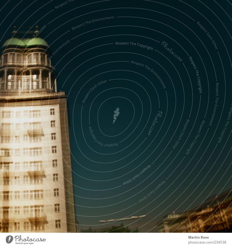 berlin high Haus Architektur ästhetisch Turm Skyline Wahrzeichen Hauptstadt Stadtteil Sehenswürdigkeit Friedrichshain Berlin Frankfurter Tor