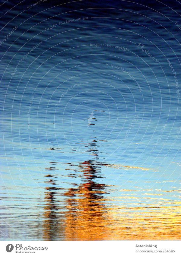 verschwommen Himmel blau Wasser gelb kalt Gebäude braun Wellen nass außergewöhnlich Fluss Wasserspiegelung