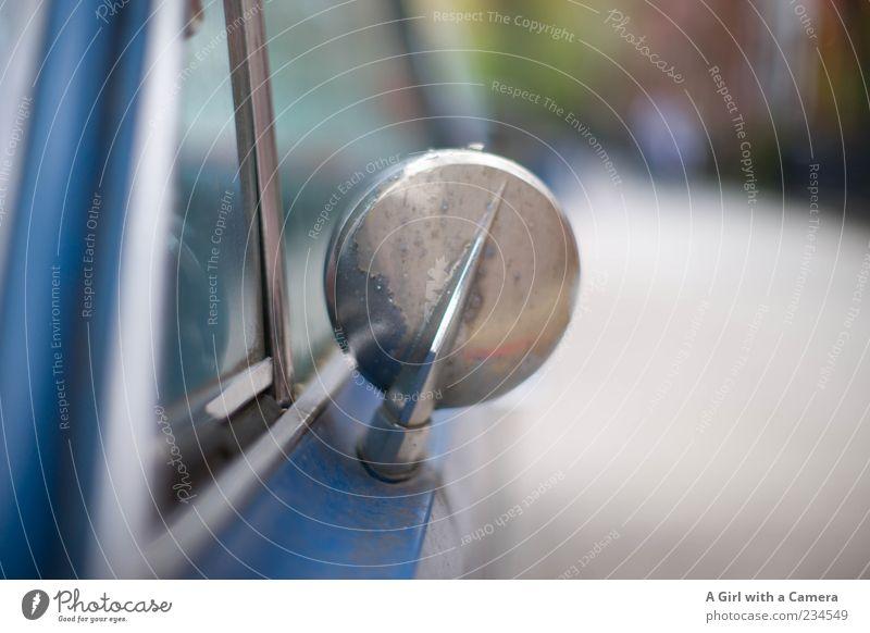 just get me there will you Verkehrsmittel Fahrzeug PKW Oldtimer alt authentisch außergewöhnlich einzigartig Originalität retro blau silber Rückspiegel Nostalgie