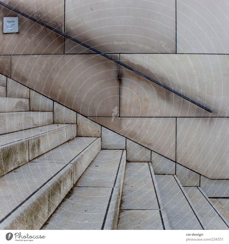 Positiv denken Menschenleer Bauwerk Gebäude Architektur Mauer Wand Treppe Fassade Beton braun grau modern Treppengeländer Treppenabsatz Farbfoto Außenaufnahme