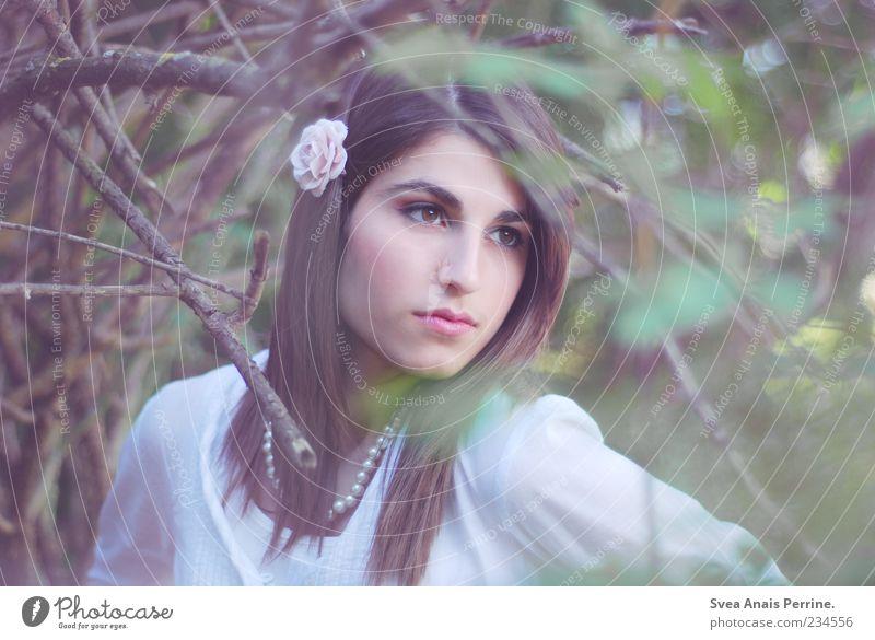 zart. Mensch Frau Jugendliche schön Blume Erwachsene feminin Gefühle Haare & Frisuren Stil elegant natürlich außergewöhnlich Lifestyle 18-30 Jahre einzigartig