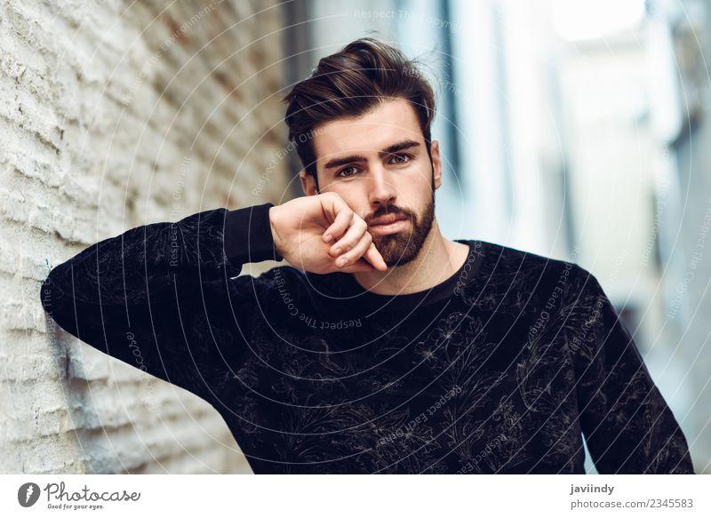 Junger bärtiger Mann, Model der Mode, im urbanen Hintergrund Lifestyle Stil schön Haare & Frisuren Mensch maskulin Junger Mann Jugendliche Erwachsene 1