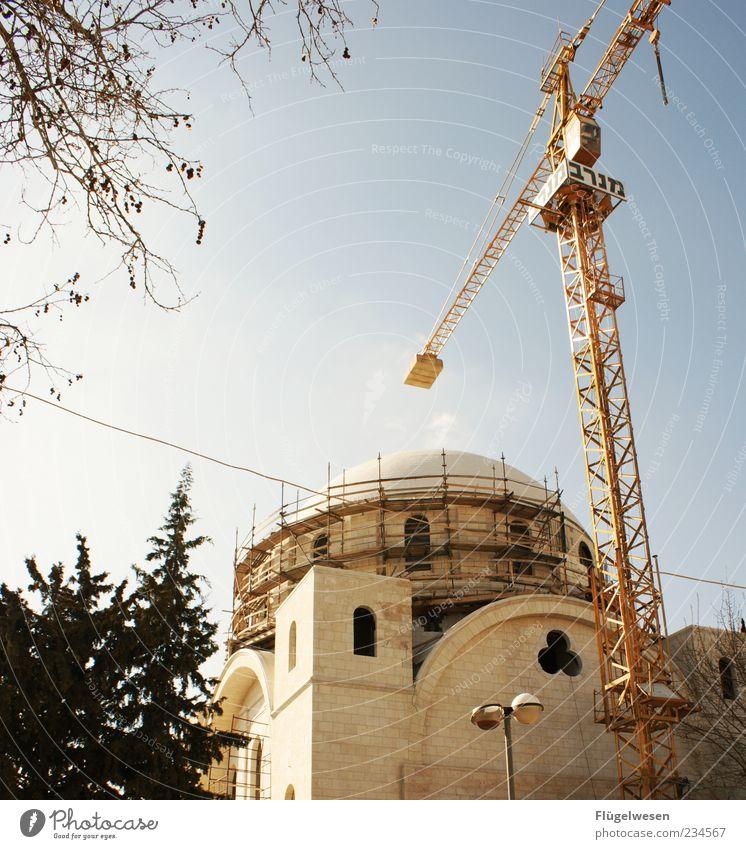 Jüdische Kirche :-) Himmel Baum Haus Religion & Glaube Mauer Beton Baustelle Gesellschaft (Soziologie) Leidenschaft Kran bauen Hauptstadt Arbeitsplatz eckig