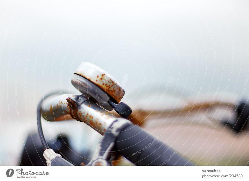 Klingelingeling Fahrrad Fahrradklingel Rost Zeit alt Vergänglichkeit Gedeckte Farben Außenaufnahme Nahaufnahme Detailaufnahme Menschenleer Textfreiraum oben