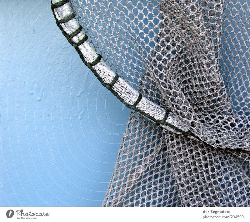 Das Netz blau Wasser grau Kreis rund festhalten Schifffahrt Stahl hängen Werkzeug Nostalgie Knoten Wasserfahrzeug Schlaufe Fischerboot