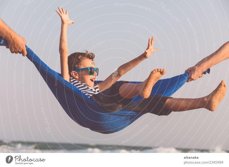 Kind Mensch Natur Ferien & Urlaub & Reisen Mann Sommer Sonne Hand Meer Erholung Freude Strand Erwachsene Lifestyle Gefühle Familie & Verwandtschaft