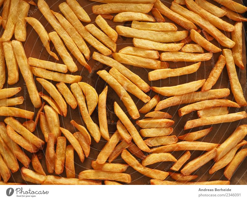 Backofen Pommes Frites aus Biokartoffeln Ernährung Mittagessen Bioprodukte Vegetarische Ernährung Stil lecker gelb natural baked baking sheet food potato