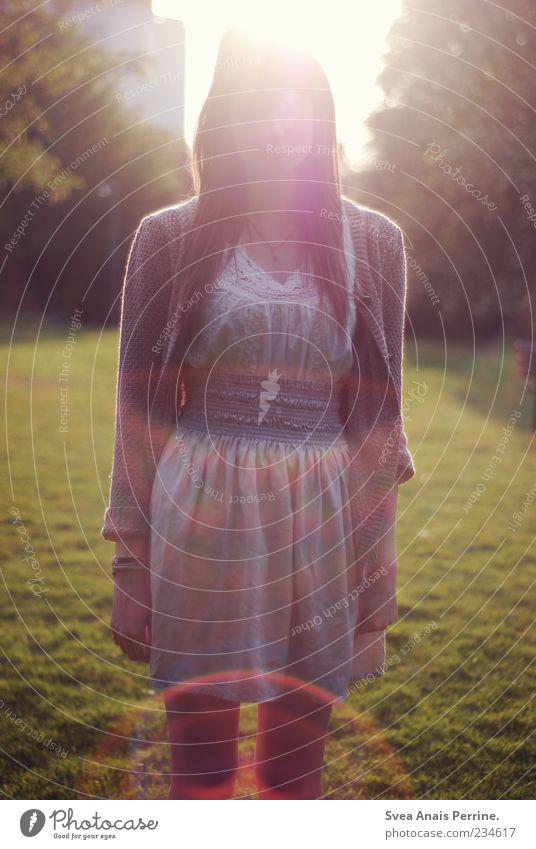 kaufpreis der freiheit. Lifestyle elegant Stil feminin Junge Frau Jugendliche 1 Mensch 18-30 Jahre Erwachsene Schönes Wetter Park Mode Rock Kleid genießen