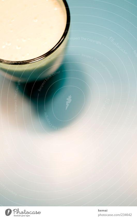 Alles Banane. Lebensmittel Ernährung Vegetarische Ernährung Slowfood Getränk Saft Milch Milchshake Glas Häusliches Leben Tisch Gesundheit lecker gelb türkis