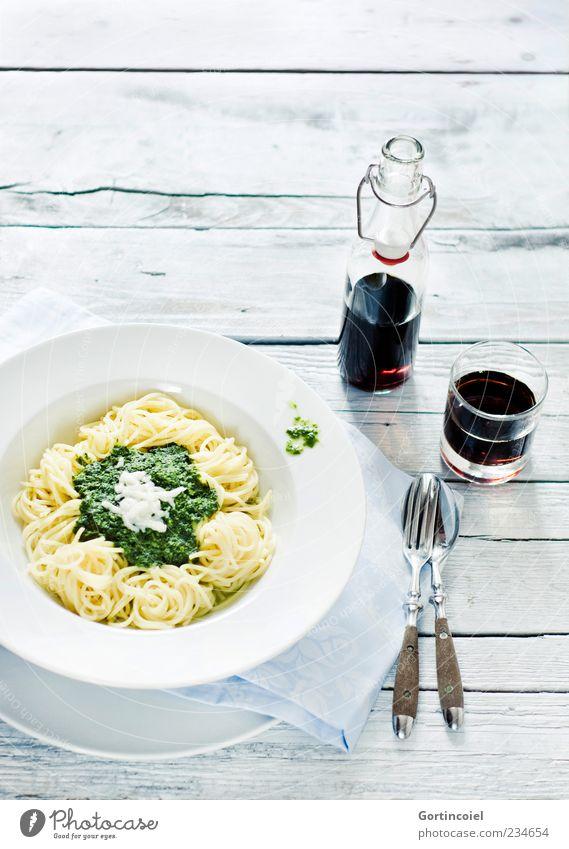 Pasta Ernährung Lebensmittel hell Glas Getränk Appetit & Hunger lecker Flasche Teller Nudeln Mittagessen Besteck Spaghetti Vegetarische Ernährung Tisch Saucen
