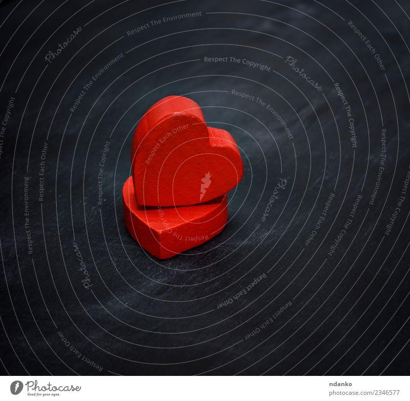 zwei rote Holzherzen Feste & Feiern Valentinstag Hochzeit Herz Liebe Zusammensein schwarz Romantik Farbe Hilfsbereitschaft Idee Entwurf Hintergrund