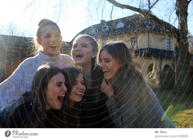 girls just want to have fun feminin 5 Mensch 13-18 Jahre Jugendliche lachen authentisch frech schön natürlich Freude Glück Fröhlichkeit Zufriedenheit