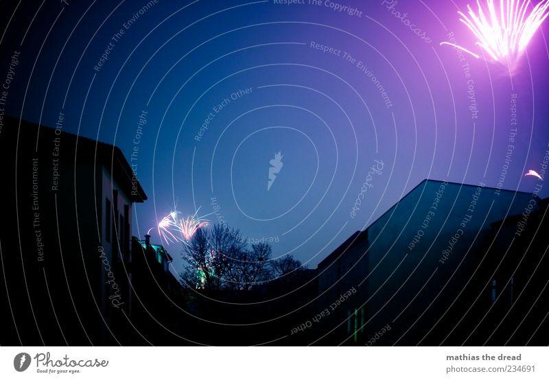 PENG PENG Himmel blau Stadt Baum Freude Haus dunkel Wand Glück Mauer Gebäude Horizont Feste & Feiern Fassade glänzend Beginn