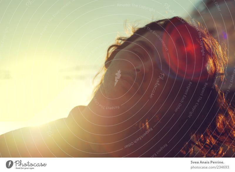 indem wir uns über das Leben beschweren. Mensch Jugendliche schön Erwachsene Haare & Frisuren maskulin außergewöhnlich Lifestyle Coolness 18-30 Jahre einzigartig genießen Locken Lebensfreude brünett langhaarig