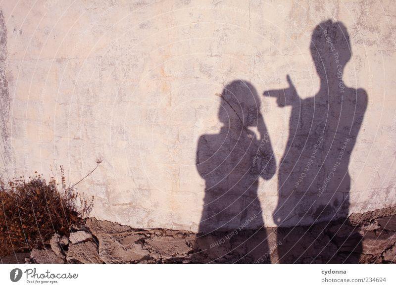 [2!OO] Bitte Schatz, nur noch ein Foto Mensch Umwelt Leben Wand Freiheit Mauer Paar Freundschaft Lifestyle Sicherheit Sträucher bedrohlich Kommunizieren