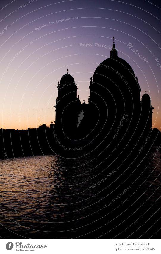 EIN BERLINER Natur schön ruhig Landschaft Umwelt dunkel Berlin Architektur Religion & Glaube Gebäude Horizont Fassade groß Schönes Wetter Spitze