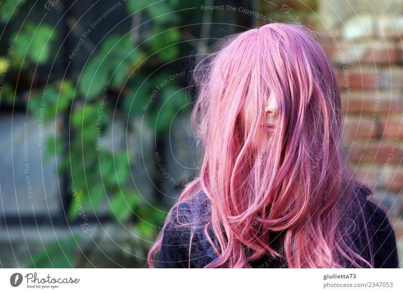 Das Leben ist nicht schwarz und weiß – es ist rosa. Karneval feminin Mädchen Junge Frau Jugendliche 1 Mensch 13-18 Jahre langhaarig Punk Glück positiv verrückt