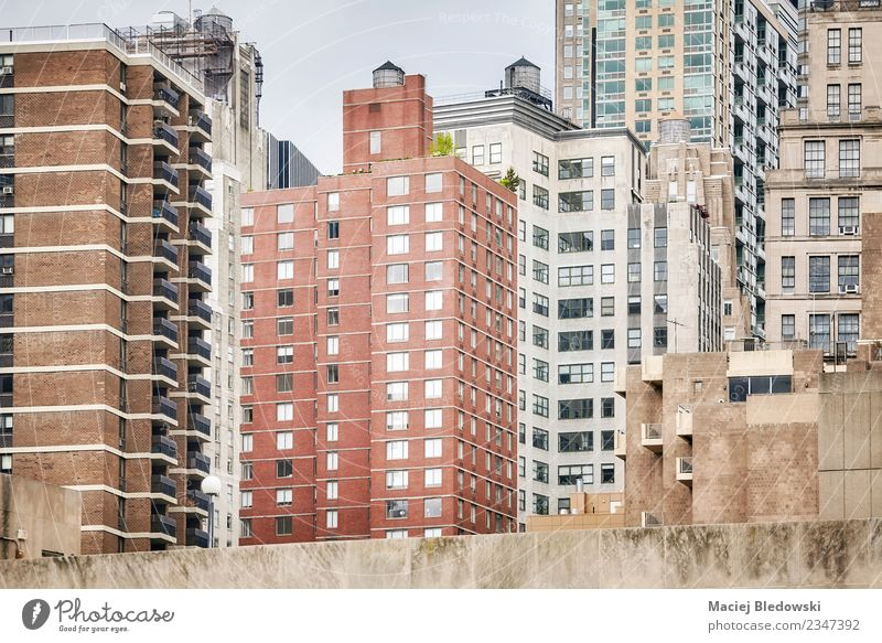 Manhattanische Architektur, New York City, USA. Sightseeing Städtereise Häusliches Leben Wohnung Haus Hausbau Büro Stadt Stadtzentrum Hochhaus Gebäude Mauer