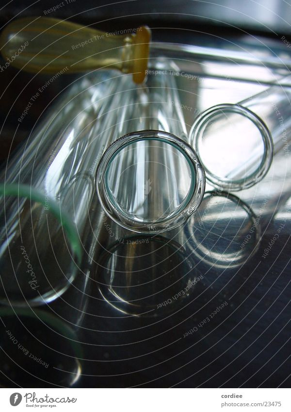 Reagenz Reflexion & Spiegelung Reagenzglas Industrie Glas Kontrast Chemie Schwarzweißfoto