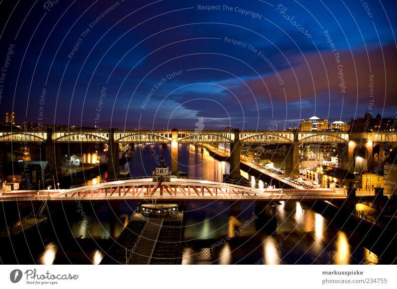newcastle upon tyne Tourismus Sightseeing Städtereise Wolken Nachthimmel England Großbritannien Haus Brücke Bauwerk Gebäude Architektur Sehenswürdigkeit