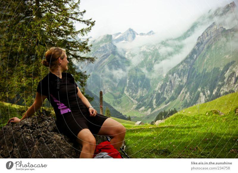 am wochenende wandern?! Mensch Frau Natur Jugendliche Baum Ferien & Urlaub & Reisen Wolken Erwachsene Ferne Erholung Umwelt Landschaft Berge u. Gebirge Freiheit
