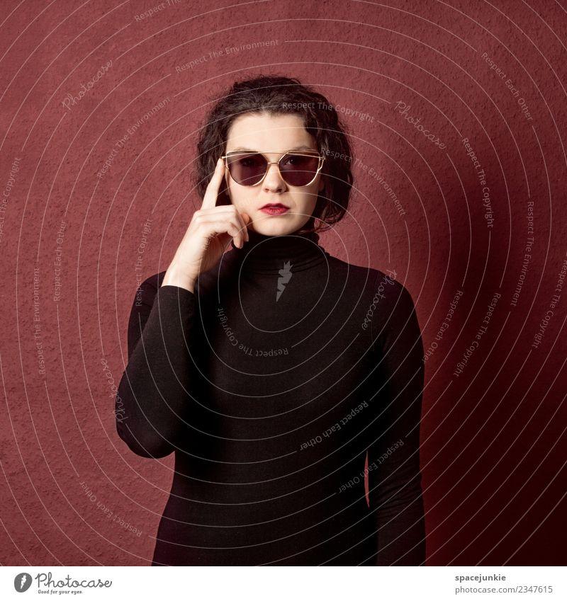 Sunglasses Mensch feminin Junge Frau Jugendliche 1 Bekleidung Pullover Brille Sonnenbrille brünett rothaarig langhaarig beobachten berühren festhalten