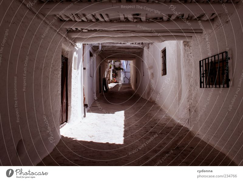Schleichweg weiß Ferien & Urlaub & Reisen Einsamkeit Haus ruhig Wand Architektur Wege & Pfade Mauer Tür Fassade Ausflug außergewöhnlich Tourismus einzigartig