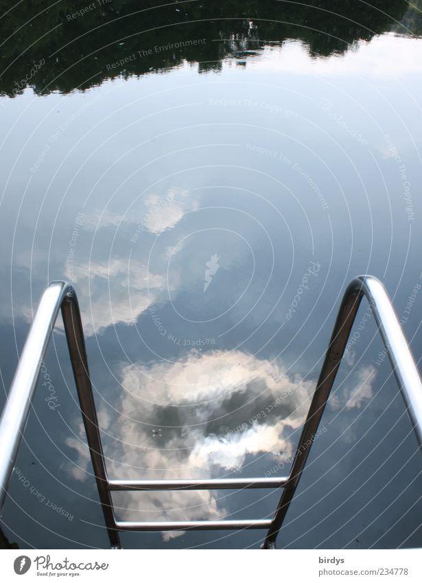 Badewetter ? Wasser Himmel Wolken Sonnenlicht Reflexion & Spiegelung Wasseroberfläche Leiter Badesee Einstieg (Leiter ins Wasser) Farbfoto Außenaufnahme Tag