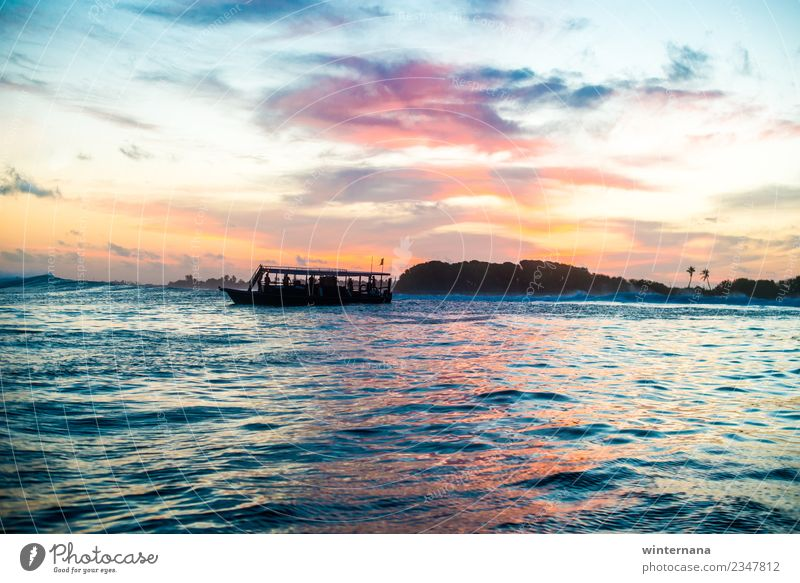 Sonnenuntergang auf den Malediven Erde Wasser Himmel Horizont Wetter Meer Insel Bootsfahrt Segelboot entdecken genießen Blick träumen exotisch fantastisch frei