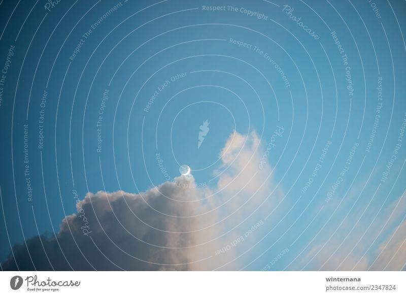 Am Rande des Himmels Mond blau Wolken Glanz warm Freiheit