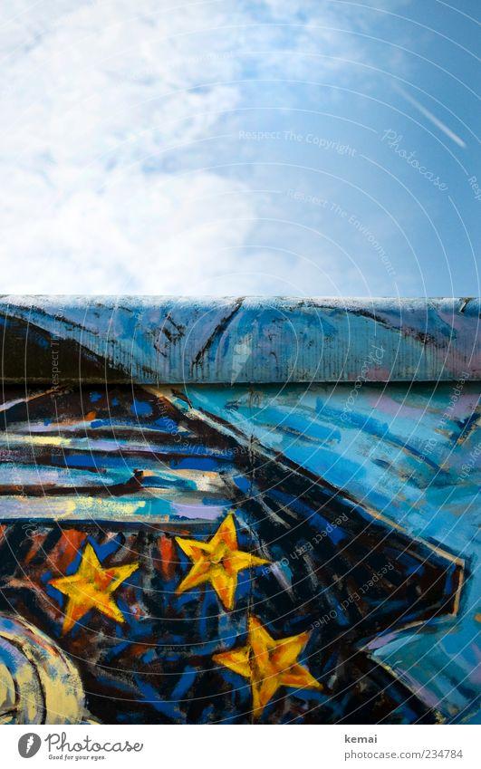 3 Sterne Mauer Himmel blau Wolken Wand Graffiti Kunst hoch Stern (Symbol) einzigartig Schönes Wetter Gemälde Denkmal Vergangenheit Barriere Sehenswürdigkeit
