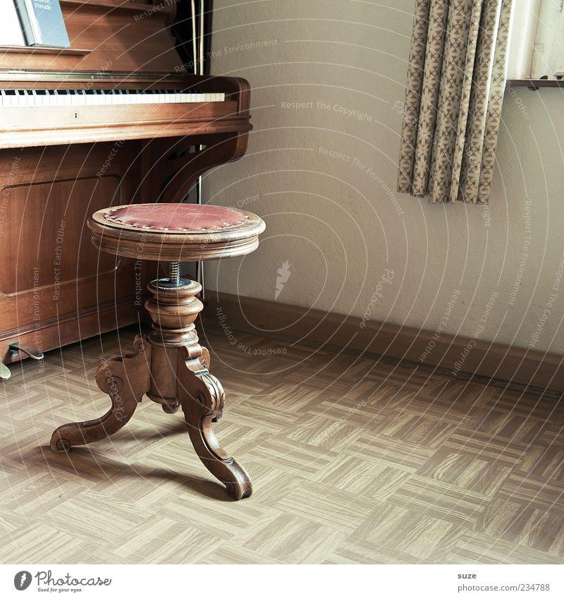 Holzspielzeug Freizeit & Hobby Häusliches Leben Wohnung Musik Klavier alt braun Vergangenheit Hocker Linoleum Bodenbelag Klaviatur Klang Klavierschemel antik