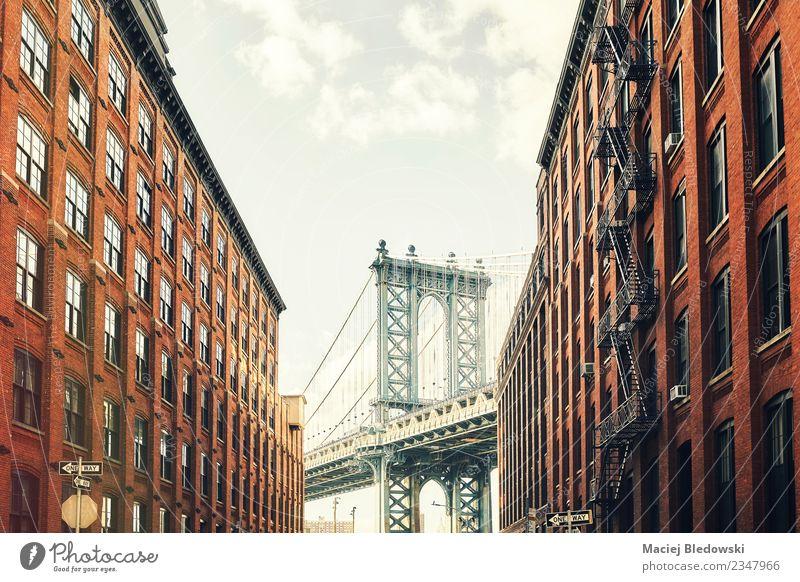 Manhattan Brücke von Dumbo, New York City, USA. Tourismus Ausflug Sightseeing Städtereise Sommer Häusliches Leben Wohnung Haus Hausbau Gebäude Architektur Mauer