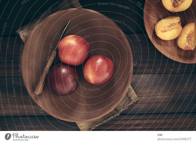 Frische reife Nektarinen Frucht frisch Lebensmittel Pfirsich roh Steinfrucht Gesundheit Snack Zutaten geschnitten Hälfte Spielfigur Messer rustikal Top Overhead