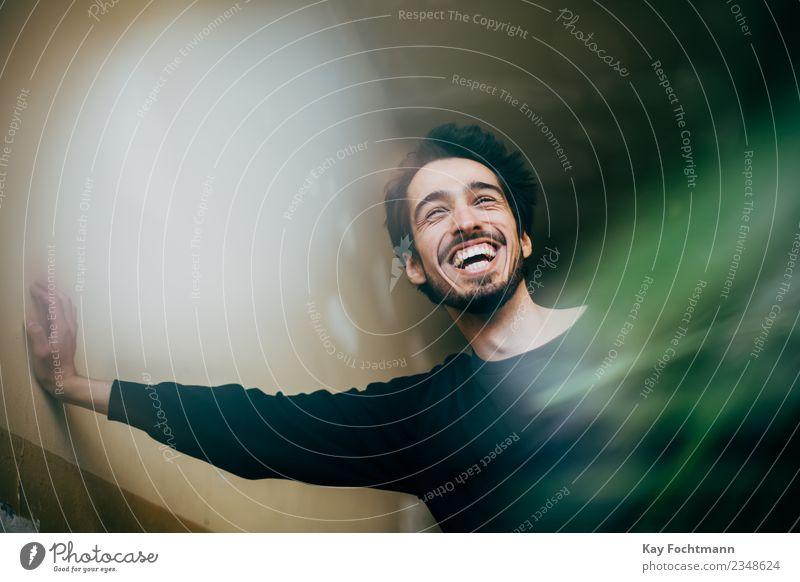 Smiling bearded man Mensch Jugendliche Junger Mann Haus Freude 18-30 Jahre Erwachsene Leben Lifestyle Glück Häusliches Leben Wohnung Zufriedenheit maskulin
