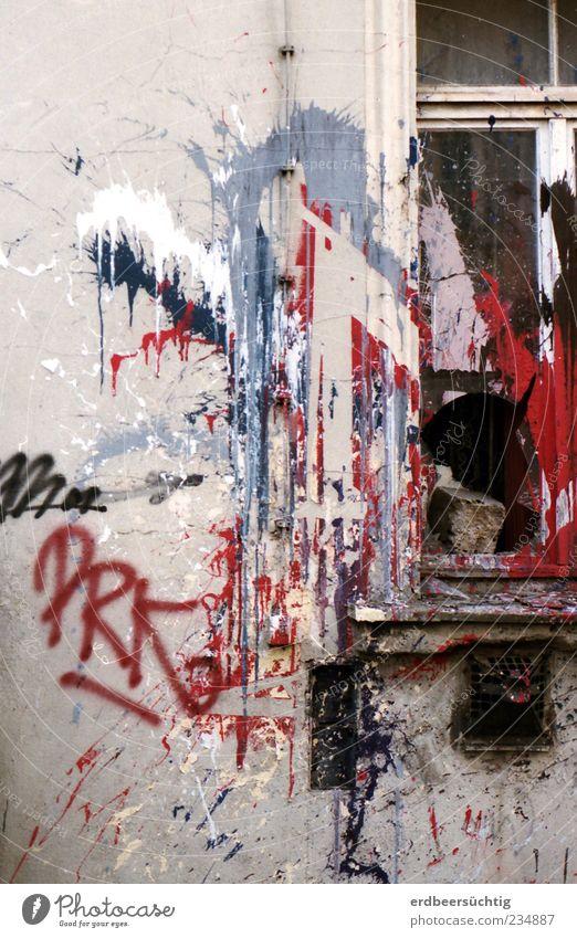 Urban expressionism Menschenleer Haus Gebäude Mauer Wand Fassade Fenster Stein Holz Glas Schriftzeichen Graffiti Wut mehrfarbig rot weiß Stimmung Aggression
