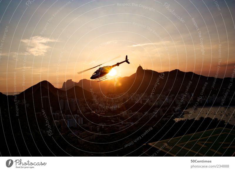 A helicopter flies into the sunset in Rio de janeiro Ferne Landschaft Leben Berge u. Gebirge Gefühle Erde Zufriedenheit frei Schönes Wetter Freundlichkeit Vertrauen Skyline Wahrzeichen Hauptstadt Sehenswürdigkeit Brasilien