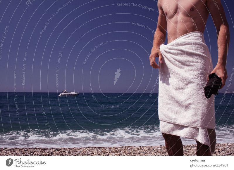 Mann mit Boot Mensch Jugendliche Ferien & Urlaub & Reisen Meer Sommer Strand ruhig Erwachsene Ferne Erholung Leben Freiheit Küste Wasserfahrzeug Körper