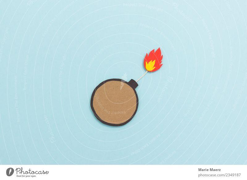 Bombe mit Zündung und Flamme aus Papier Angst gefährlich bedrohlich Feuer Risiko Wut Stress Konflikt & Streit Gewalt brennen Krieg Aggression Zerstörung