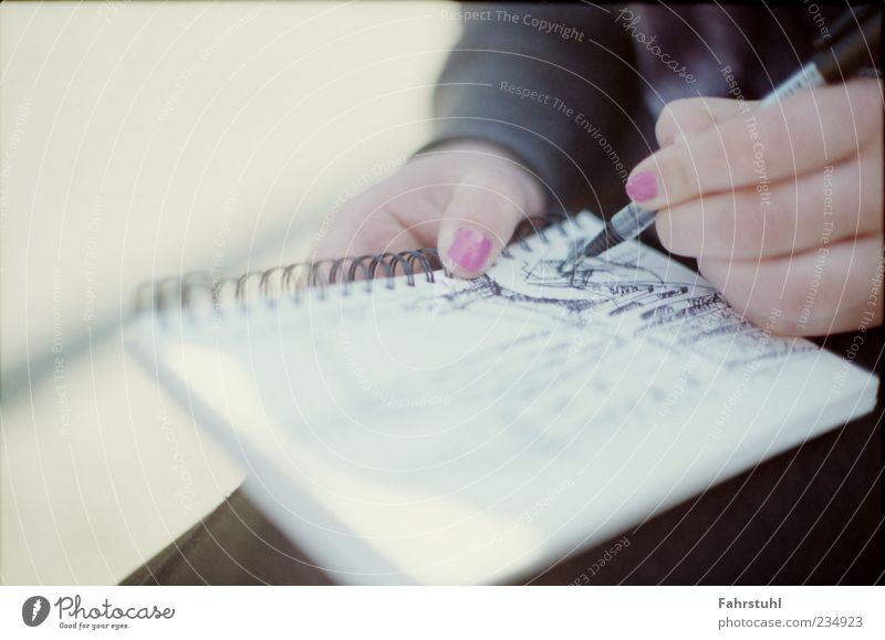 Skizze. Mensch Hand schwarz rosa lernen Studium Papier schreiben malen Student historisch Schreibstift Zettel Nagellack Schreibgerät Kritzelei