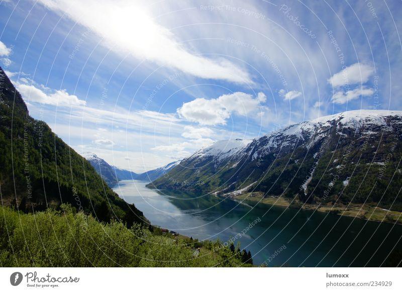 fjordland Umwelt Natur Landschaft Erde Wasser Himmel Wolken Frühling Schönes Wetter Berge u. Gebirge Schneebedeckte Gipfel Küste Fjord Norwegen Europa