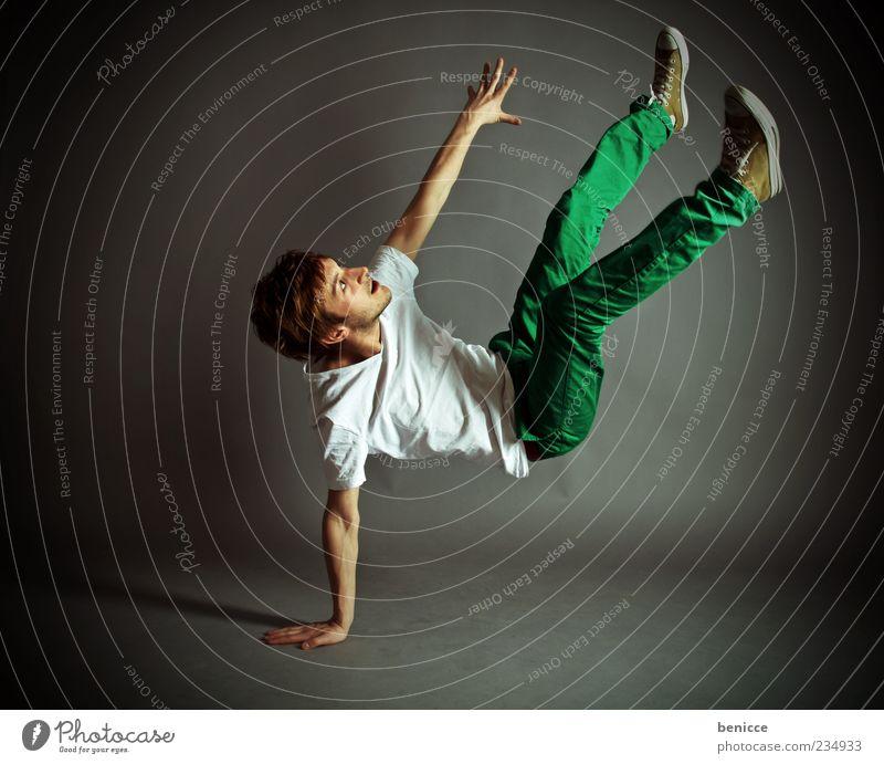 dance Mensch Mann Jugendliche Bewegung Tanzen maskulin Coolness T-Shirt Jeanshose fallen sportlich Freisteller Artist Tänzer Trick Akrobatik
