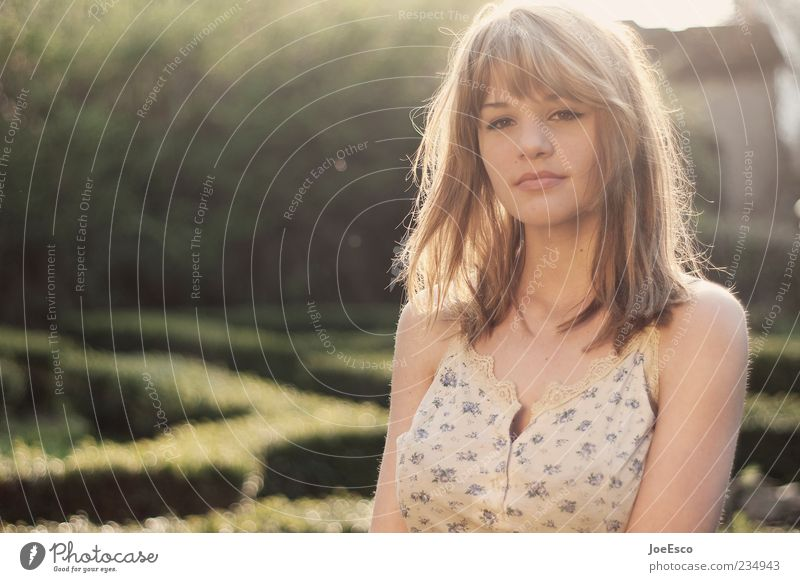 #234943 Frau Natur Jugendliche schön Sonne Sommer Erwachsene Leben Gefühle Garten träumen Zufriedenheit blond natürlich Lifestyle 18-30 Jahre