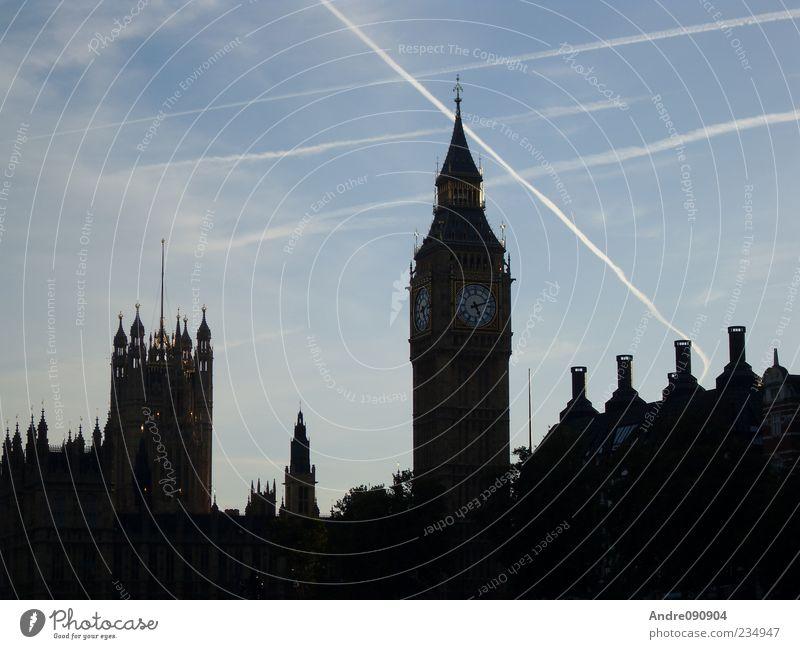 Big Ben Crossings Himmel alt Architektur elegant Uhr Kirche Europa Bauwerk Schönes Wetter Zifferblatt Skyline Wahrzeichen London Stadtzentrum Hauptstadt
