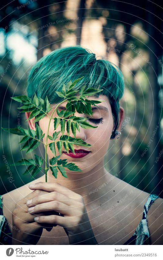 Natur Jugendliche Junge Frau Blatt Wald Umwelt Gras Erde Zukunft